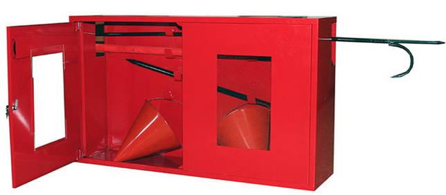 Металлический пожарный щит закрытого типа